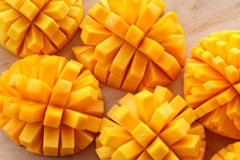 Kinder gesund ernähren - geschnittene Igel - Ananas