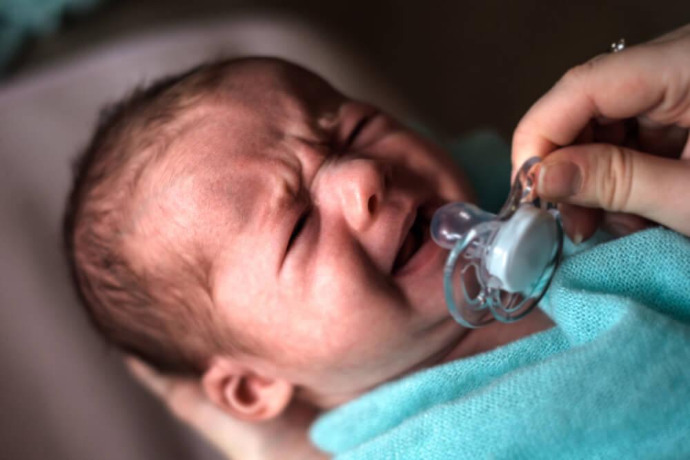 Expertenbeitrag: Warum manche Babys unbedingt Schnullern wollen