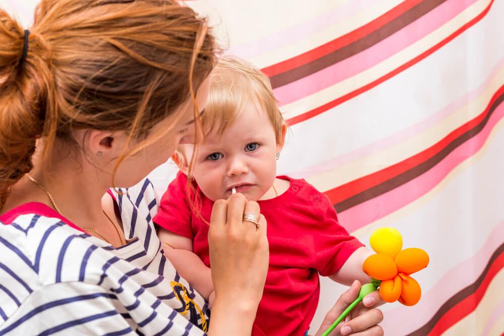 Was tun, wenn dein Kind sich seine Zähne nicht putzen will?
