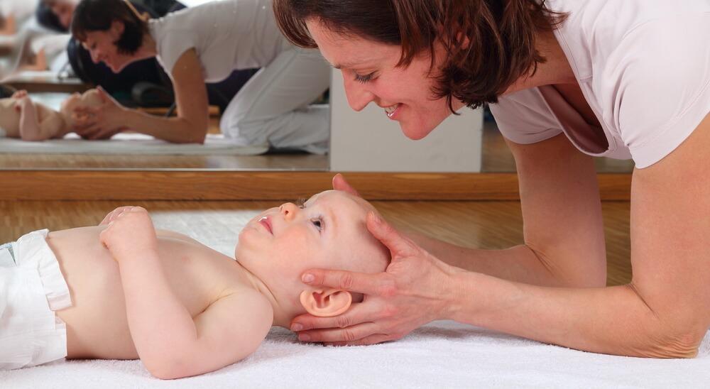 Osteopathie beim Baby – Folgen einer Geburt und deren Behandlungsmöglichkeiten
