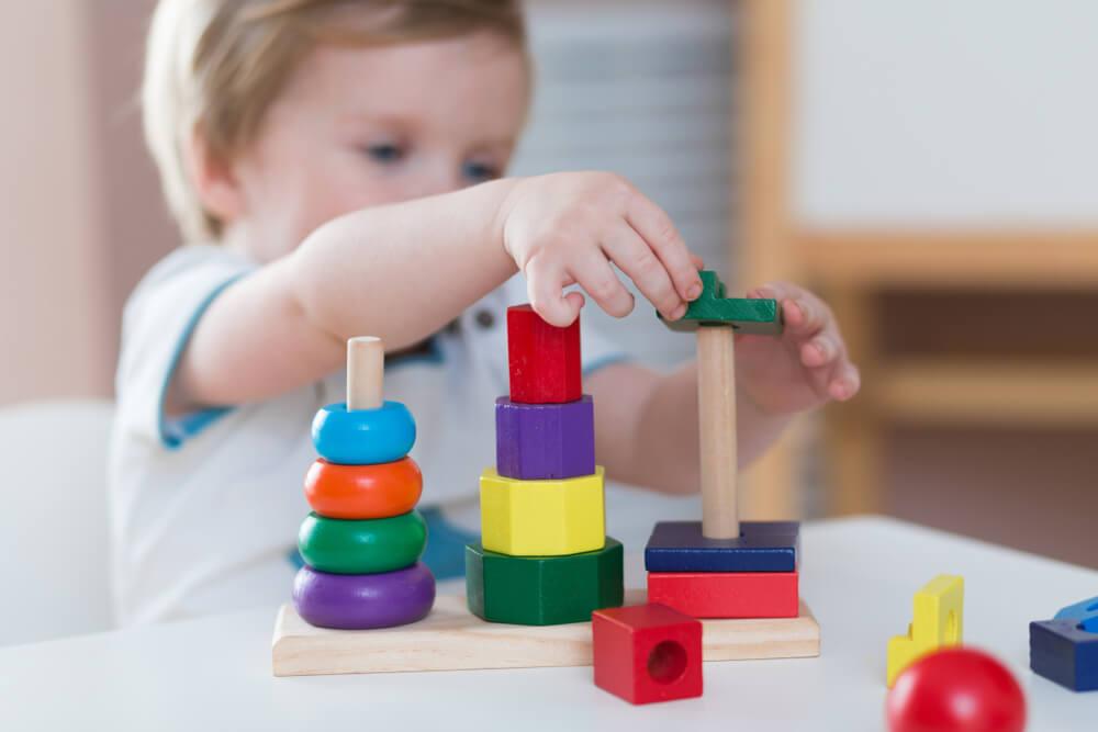 Hilf mir es selbst zu tun!  – Montessori für Kleinkinder