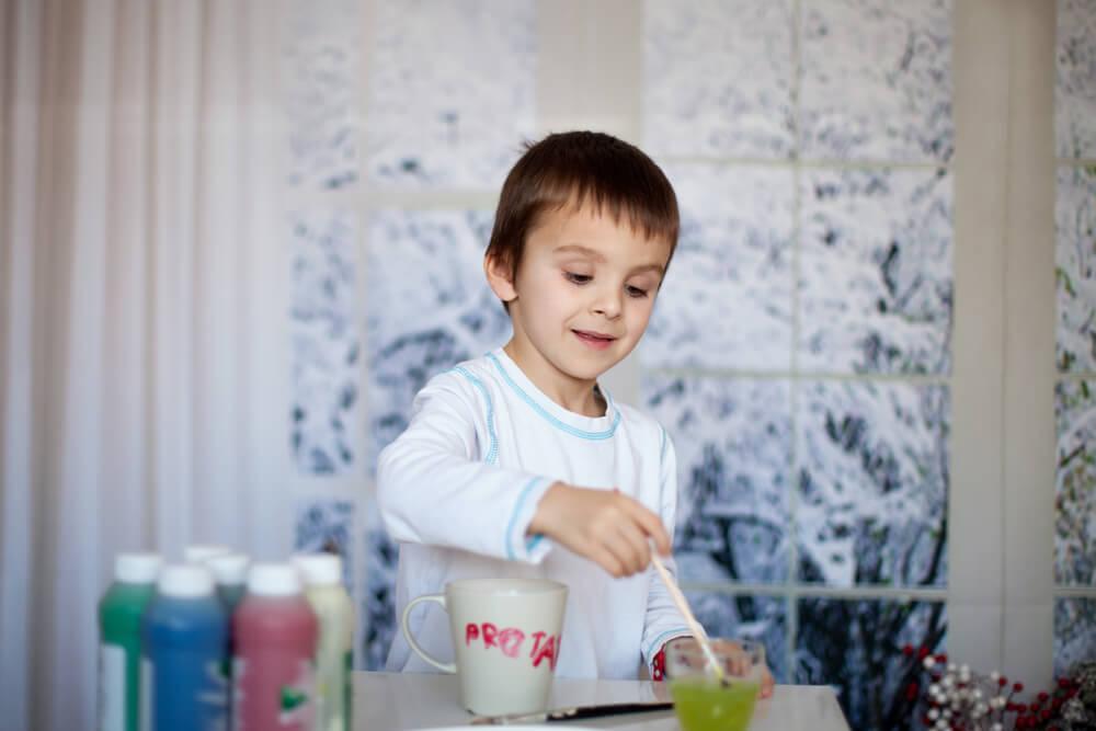 Jahreskreis - Kind am Malen